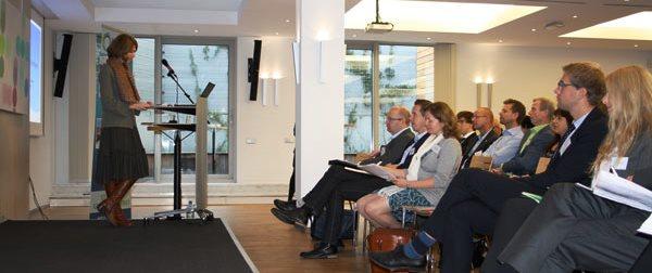 Heidi Kristina Jakobsen, direktør ved Stavangerregionens Europakontor, holder et innlegg ved Regionors programseminar.