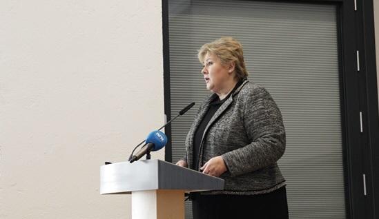 Erna Solberg på talerstolen_nett