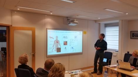 Forskningsdirektør Svein Skeie orienterte om Stavangerregionens arbeid med Pumps & Pipes-initiativet i møte med Europakommisjonen. Foto: Terje Gravdal.