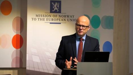Klima- og miljøminister Vidar Helgesen innledet om grønn konkurransekraft og mulighetsrommet for næringslivet på Norges Hus. Foto: Line Haugland, EU-delegasjonen.