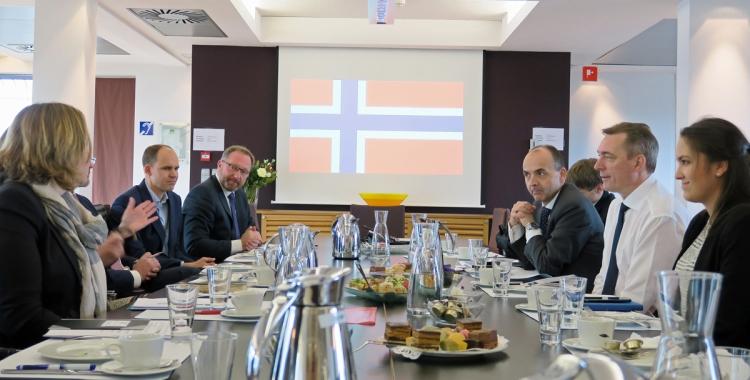 EØS- og EU-minister Frank Bakke Jensen hadde sitt første utenlandsbesøk som statsråd i Brussel 17.-18. januar. Foto. Simon Johannsson, Norges EU-delegasjon.