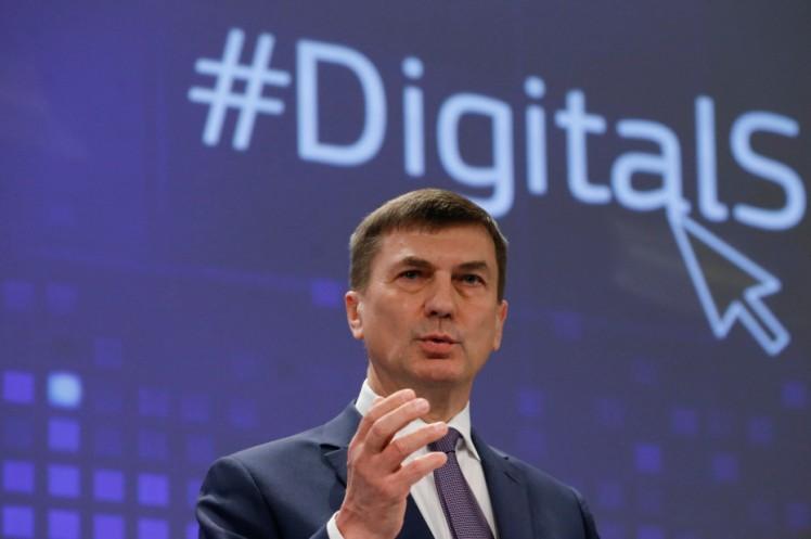 EUs visepresident med ansvar for det digitale indre marked, Andrus Ansip, annonserte 1. februar at EU-institusjonene er enige om en avtale om fjerning av roamingavgifter sommeren 2017. Foto: Europakommisjonen.
