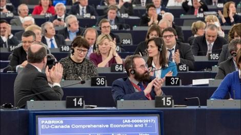Med 408 stemmer for og 258 stemmer mot ble handelsavtalen CETA vedtatt i Europaparlamentet under plenumssesjonen 13.-16. februar. Foto: Europaparlamentet.